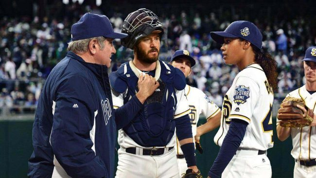 PITCH: L-R: Dan Lauria, Mark-Paul Gosselaar and Kylie Bunbury in PITCH coming soon to FOX. ©2016 Fox Broadcasting Co. Cr: Ray Mickshaw / FOX pitch s01e01 still