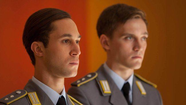 Alex Edel (Ludwig Trepte) og Martin Rauch (Jonas Nay) i Deutschland 83. Foto: SundanceTV