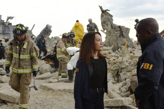 Maggie Q spiller etterforskeren som forsøker å finne ut hvem som drepte Presidenten.
