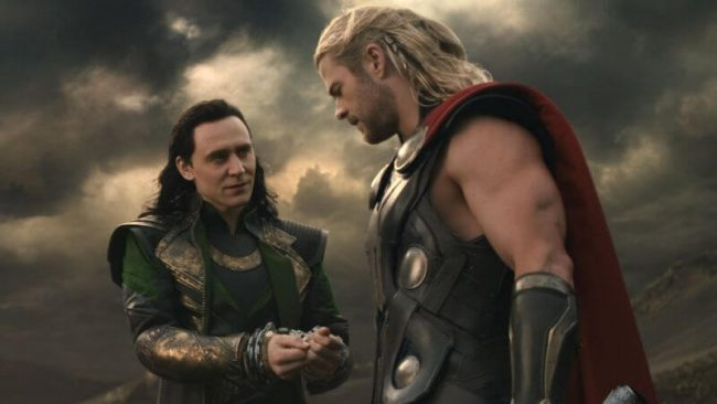 Hiddleston, her med Thor-stjernen Chris Hemsworth. Foto: Marvel