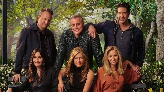 Bilde av Friends-skuespillerne som er gjenforent